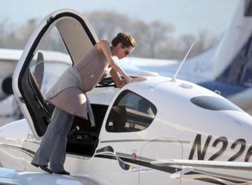 Piloti famosi: Angelina Jolie, bellezza e intraprendenza